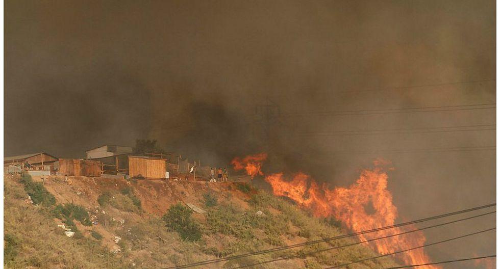 Chile: evacúan unas 6.000 personas por feroz incendio en balneario de Viña del Mar