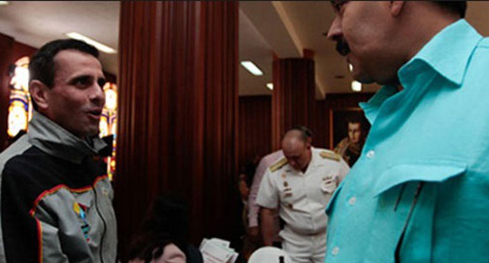 Capriles pide debate con Maduro tras excusarse con familia de Chávez
