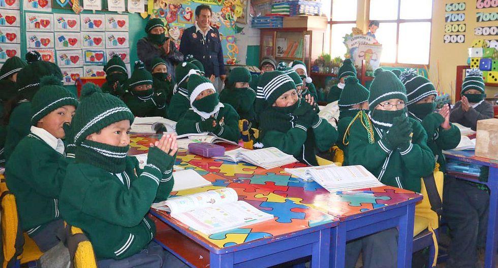 Reparten kits escolares a instituciones educativas en zonas de heladas y friajes