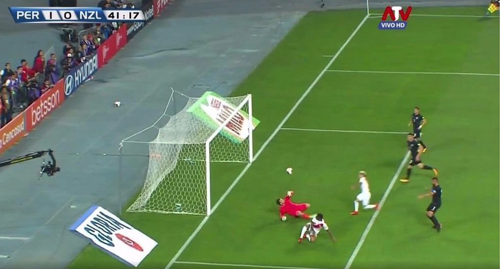 Perú vs. Nueva Zelanda: increíble atajada de Marinovic que evitó el segundo gol de Farfán (VIDEO)