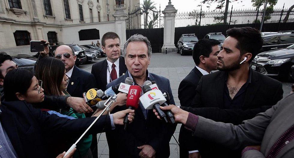 "Francisco Petrozzi dice que ""por el momento"" continuará como ministro de Cultura"