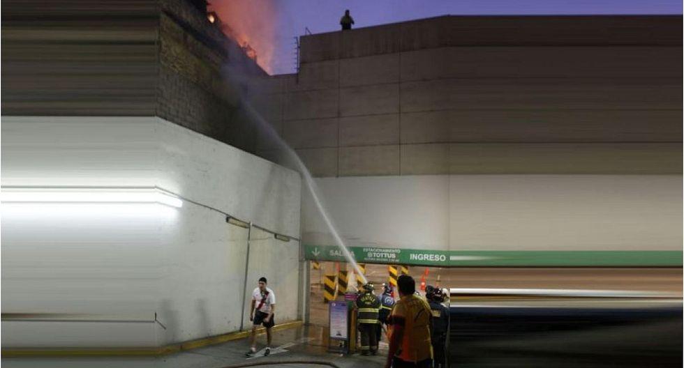Incendio en almacenes de Tottus del Centro de Lima causó pánico en trabajadores y clientes