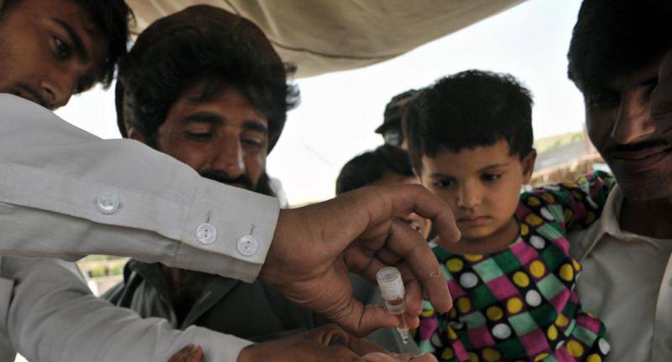 Pakistán: Dos vacunadores contra la polio mueren en explosión