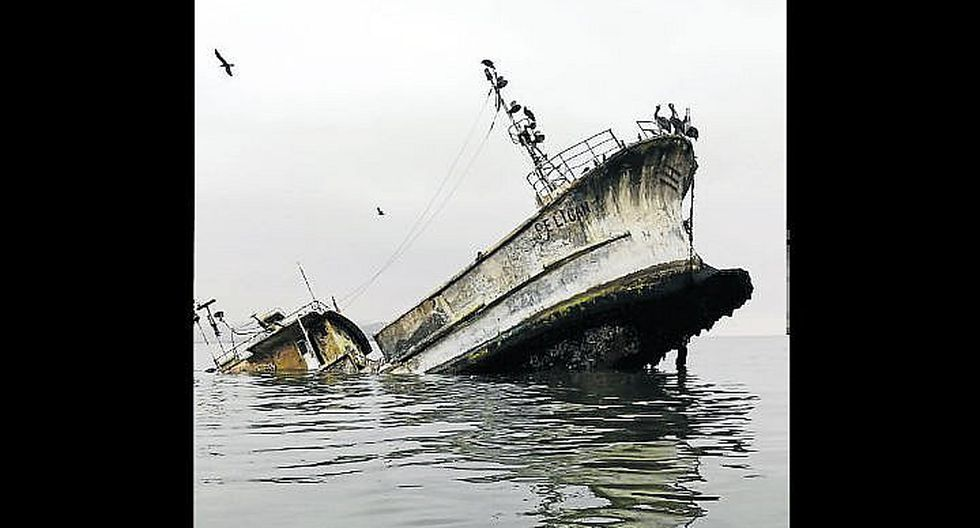 Se hunde embarcación que llevaba años abandonada en la bahía de Paracas
