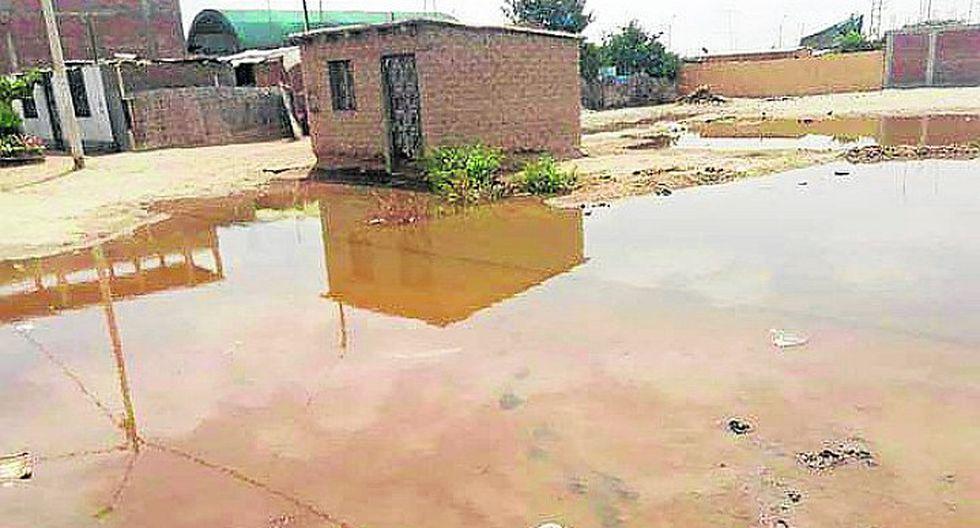 Vecinos de Los Aquijes conviven con aguas servidas desde hace dos semanas